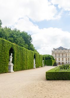 France Versailles Gärten auf Design Liebling Are Your Home Theater Speakers in the Right Place? Versailles Garden, Palace Of Versailles, Formal Garden Design, Formal Gardens, Modern Gardens, Japanese Gardens, Small Gardens, Palace Garden, Paris At Night