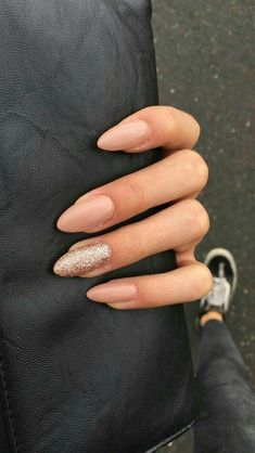 If you don't like fancy nails, classy nude nails are a good choice because they are suitable for girls of all styles. And nude nails have been popular in recent years. If you also like Classy Nude Nail Art Designs, look at today's post, we have col Cute Gel Nails, Fancy Nails, Cute Acrylic Nails, Pretty Nails, Winter Acrylic Nails, Pink Gel Nails, Gorgeous Nails, Winter Nails, Spring Nails