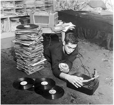Listening to all your favourite vinyl records on a rainy day. dstele.com