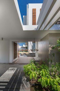 Háromszintes luxus – bemutatjuk az impozáns Amwaj Villát,  #Amwaj #bútorok #családi #elegáns #három #ház #impozáns #inspiráló #készült #kézzel #lakás #lakberendezés #letisztult #luxus #otthon #otthon24 #rezidencia #szintes #villa, http://www.otthon24.hu/haromszintes-luxus-bemutatjuk-az-impozans-amwaj-villat/ Olvasd el http://www.otthon24.hu/haromszintes-luxus-bemutatjuk-az-impozans-amwaj-villat/
