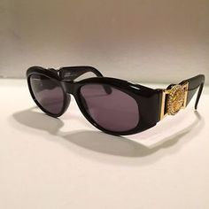 c5637bf3be GIANNI VERSACE MOD 424 C Col 852 Vintage Sunglasses Authentic Great  condition! -  89.00