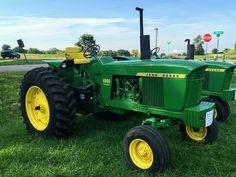 Old John Deere Tractors, Jd Tractors, John Deere 2010, Tractor Implements, Tractor Pulling, Hobby Farms, Farm Gardens, Barns, Farming