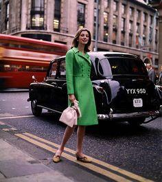 В эпоху Instagram стритстайл хроники стало так много что уже не интересно. Прощаемся с жанром вспоминая его историю  активная ссылка в профиле.   via HARPER'S BAZAAR RUSSIA MAGAZINE OFFICIAL INSTAGRAM - Fashion Campaigns  Haute Couture  Advertising  Editorial Photography  Magazine Cover Designs  Supermodels  Runway Models