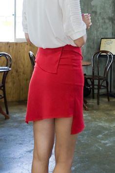 A line unbalance skirt from Kakuu Basic. Saved to Kakuu Basic Skirts. Shop more products from Kakuu Basic on Wanelo. Seoul Fashion, Korean Street Fashion, Online Fashion Stores, Korean Outfits, Fashion Brand, High Waisted Skirt, Street Wear, Fashion Looks, Mini Skirts