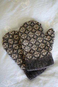 Ravelry: Project Gallery for Faeroe Island Mittens pattern by Marcia Lewandowski