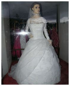 Funny pictures about This Mexican Bridal Shop Mannequin Is Hiding A Morbid Secret. Oh, and cool pics about This Mexican Bridal Shop Mannequin Is Hiding A Morbid Secret. Also, This Mexican Bridal Shop Mannequin Is Hiding A Morbid Secret photos. Red Bridesmaid Dresses, Prom Dresses 2017, Bridal Dresses, Wedding Girl, Wedding With Kids, Princess Tutu Dresses, Flower Girl Dresses, Dead Bride, Inexpensive Wedding Venues