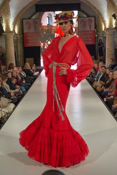 flamencuraweb.com | Ángeles Ramírez en Córdoba Ecuestre & Flamenco Fashion 2016 Flamenco Costume, Flamenco Dresses, Spanish Fashion, Spanish Style, Casual Dresses, Fashion Dresses, Mode Simple, High Fashion Photography, Traditional Outfits