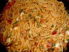 Spaghetti with mozzarella sauce (recipe with picture) Chefkoch.de Spaghetti with mozzarella sauce (recipe with picture) Chefkoch. Noodle Recipes, Potato Recipes, Pasta Recipes, Salad Recipes, Chicken Recipes, Italian Soup, Italian Dishes, Italian Recipes, Mozzarella Sauce Recipe