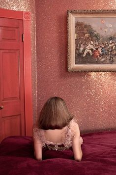 Glitter Wall - Its official I need to have a glitter wall (you can do this with paint or wall paper).  Maybe the dining room, nursery, or dream closet/dressing room!!