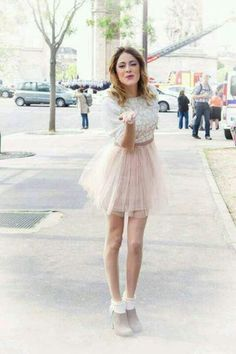 Martina in Paris Violetta Outfits, Violetta Disney, Disney Channel, Popular People, Famous People, Celebrity Style Inspiration, Teen Actresses, Fashion Tv, Elle Fanning