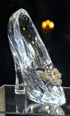 Swarovski glass slippers worn by Lily James in Cinderella Fancy Shoes, Unique Shoes, Cute Shoes, Cinderella 2015, Cinderella Shoes, Swarovski Crystal Figurines, Swarovski Crystals, High Heels Boots, Shoes Heels