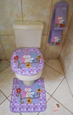 jogo para banheiro patchwork - Pesquisa Google Crafts For Teens, Hobbies And Crafts, Diy And Crafts, Bathroom Mat Sets, Rose Art, Antique Quilts, Bath Decor, Bath Accessories, Design Crafts