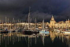 Très belle lumière sur le Vieux Port de La Rochelle | Charente-Maritime Tourisme #charentemaritime | #LaRochelle | #port