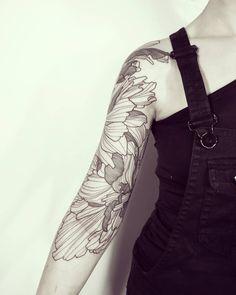 First session of a full arm with Massive Wild Flowers! Done @empreinte_bodyart - Lyon ! #wildstyleflower #wildflower #flowerstattoo #fleur #tatouagedefleur #tatoueur #tattooer #tattooer #tattooartist #tattooart #tattoodesign #artistetatoueur #inkedbyguet #design #dotwork #dotworker #dotworktattoo #designtattoo #guet #graphism #graphictattoo #blackwork #blacktattoo #blackworker #blacktattooart #sorrymummytattoo #empreintebodyart #lyon #tattrx...