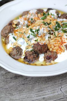 Dawud Pasha - Small lamb meatballs in yogurt sauce