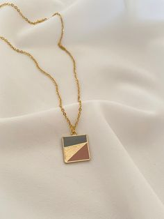 Square pendant with 3 colors in a stainless steel chain in gold color. - 10% Discount & Eligible worldwide Free Shipping - With love and passion, TIMAREUS ♡ Arrow Necklace, Gold Necklace, Pendant Necklace, You Look Beautiful, Handmade Jewelry, Unique Jewelry, Minimalist Necklace, Stainless Steel Chain, Crystal Pendant