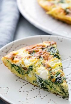 Quick and EASY Spinach Frittata! Perfect weekend brunch or breakfast, with eggs, spinach, onions, garlic, Parmesan, goat cheese
