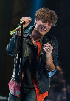 Paolo Nutini Photos Photos - Paolo Nutini performs on The Other Stage during Day 1 of the Glastonbury Festival at Worthy Farm on June 2014 in Glastonbury, England. Paolo Nutini, Glastonbury 2014, Glastonbury England, Stud Muffin, Someone Like You, Sing To Me, High Art, Music Icon, Art Pictures