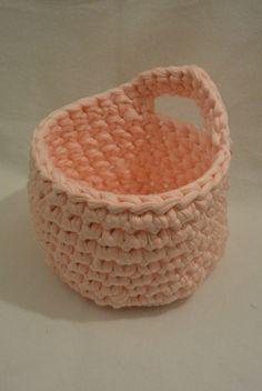 25 Ideas Crochet Bag Zpagetti Trapillo For 2019 Crochet Cat Pattern, Crochet Diy, Crochet Amigurumi, Crochet Shoes, Crochet Slippers, Crochet For Kids, Crochet Clothes, Simple Crochet, Irish Crochet