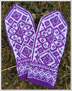 Ravelry: Varme roser pattern by Marianne Skjelstad Marianne, Mittens, Ravelry, Gloves, Knitting, Pattern, Fingerless Mitts, Tricot, Patterns