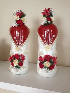 It is a website for handmade creations,with free patterns for croshet and knitting , in many techniques & designs. Recycled Glass Bottles, Glass Bottle Crafts, Wine Bottle Art, Painted Wine Bottles, Lighted Wine Bottles, Diy Bottle, Painted Wine Glasses, Bottle Vase, Plastic Bottles