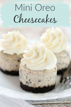 Wouldn't you like a delicious Oreo dessert for your family? These Mini Oreo Cheesecakes are just the dessert for you! This recipe has an easy two ingredient Oreo crust with a smooth and creamy Oreo cheesecake filling on top. These Mini Oreo Cheesecakes ma Mini Desserts, Oreo Desserts, Mini Cake Recipes, Mini Cheesecakes With Oreos, Mini Cheescake, Oreo Dessert Easy, Mini Chocolate Desserts, Delicious Desserts, Awesome Desserts