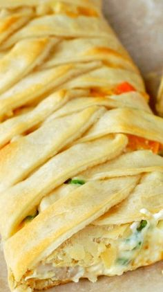 Chicken Pot Pie Crescent Braid ~ A super easy and delicious dinner all wrapped up in a gorgeous crescent braid!