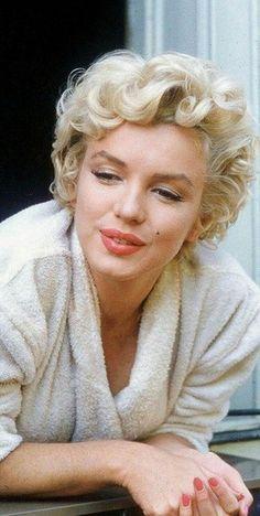 Creo que ahora no existe ninguna artista tan bella como Marilyn Monroe. I think that now there is no artist as beautiful as Marilyn Monroe. Marilyn Monroe Stil, Estilo Marilyn Monroe, Marilyn Monroe Fotos, Marilyn Monroe Artwork, Marilyn Monroe Portrait, Marilyn Monroe Makeup, Hollywood Glamour, Old Hollywood, Portrait Photos