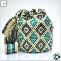 Wayuu bag single thread รุ่น Premium quality ⭕️Sold out⭕️ Crotchet Bags, Knitted Bags, Crochet Handbags, Crochet Purses, Mochila Crochet, Free Crochet Bag, Tapestry Crochet Patterns, Potli Bags, Tapestry Bag