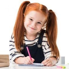Los dictados es la mejor fórmula para que los niños fijen las reglas gramaticales. Te ofrecemos 22 dictados divertidos para niños de primaria que le ayudarán a repasar las reglas de ortografía de las letras y signos de puntuación. Son dictados muy cortos, dictados cortos, dictados largos y dictados con rima para niños.