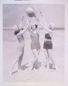1920s Three Graces