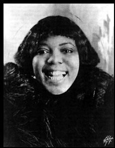 Bessie Smith (New Orleans Hop Scop Blues, Jazz Legend Jazz Blues, Rhythm And Blues, Blues Music, Music Icon, My Music, Live Music, Oliver Nelson, Art Tatum, Bessie Smith