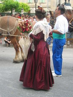 Arles traditional costume
