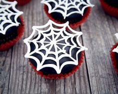 Just in time for Halloween, these spider web cupcakes are simple to make and take delicious as well. Step-by-step tutorial that teaches how to make them.