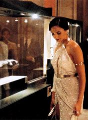 costume appreciation: Diana Prince's golden dress from Batman v…