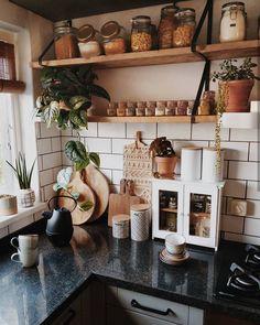Boho Kitchen Decor Boho Küche Dekor – New Ideas Apartment Kitchen, Home Decor Kitchen, Kitchen Interior, New Kitchen, Home Kitchens, Bohemian Kitchen Decor, Bohemian Decor, Kitchen Decorations, Bohemian Interior