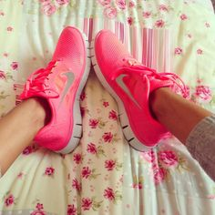 I want these!! I need pink nike's, but can't find them anywhere!!