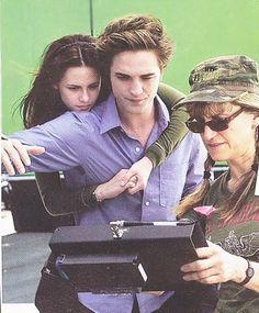so, you're the vampire girl Twilight Saga Series, Twilight Edward, Twilight Cast, Twilight Movie, Twilight Songs, Robert Pattinson Twilight, Robert Pattinson And Kristen, Kristen Stewart, Kristen And Robert