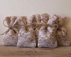 Questi carino e molto romantico Bomboniere borse sono grande per rustico, romantico, bomboniere, regali di compleanno, matrimonio di paese...