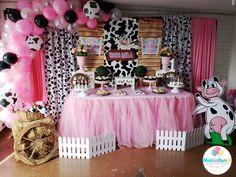 Creamos este hermoso candy bar de vaca lola #vacalola #vacalolaparty Farm Birthday Cakes, 1st Birthday Party For Girls, First Birthday Party Decorations, Farm Animal Birthday, Girl Baby Shower Decorations, Barnyard Party, Farm Party, Daisy Duck Party, Shabby Chic Pink