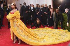 Beyoncé e Lady Gaga estão doidas para usar a estilista que vestiu Rihanna no MET