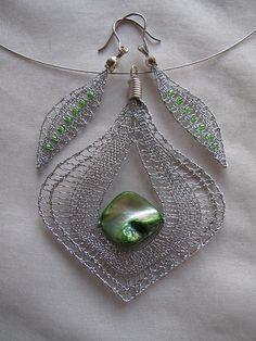 Kdýrová: Bobbin Lace, Make Jewelry, Earring, Joya Bolillo, Bobs Lace Tatting Jewelry, Lace Jewelry, Jewelry Crafts, Handmade Jewelry, Bobbin Lacemaking, Lace Art, Bobbin Lace Patterns, Wire Crochet, Lace Earrings