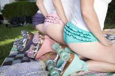 Pastel ruffle panties and matching roller skates. Style Blog, My Style, Roller Derby, Roller Skating, Urban Outfitters, Pin Up, Skate Girl, Culottes, Skates