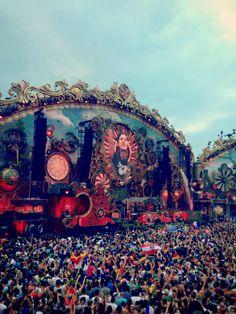 Si te gusta el EDM seguro que Tomorrowland está en tu lista de festivales soñados. Viaja a Boom y disfruta de una experiencia única.  #EDM #festival #Tomorrowland #música #Boom