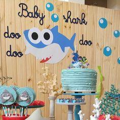 Festa Baby Shark: 30 Fotos do Tema para inspirar - Guia Tudo Festa - Blog de Festas - dicas e ideias! Baby Boy 1st Birthday Party, 1st Birthday Party Decorations, 2nd Birthday Parties, Bolo Mickey Safari, Shark Party, Baby Shark, First Birthdays, Party Time, Sharks