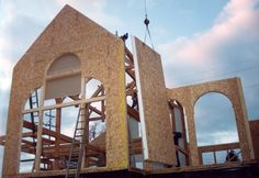 house construction with structural insulated panels (SIPs) Sips Panels, Structural Insulated Panels, Fiber Cement Board, Container Architecture, Construction Cost, Space Interiors, Prefab Homes, Interior Walls, Log Homes