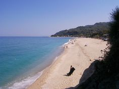 Chorefto is a 2km lenght beach and as a part of the Aegean sea has clear blue water and a combinaton of pebbles and sandy coast. #beaches #Greece #sea