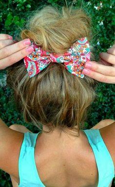 Rodete con un moño floreado multicolor,ideal para un outfit de verano ♥