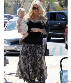 Well Played: Jessica Simpson's Maxi Skirt And Baby Max