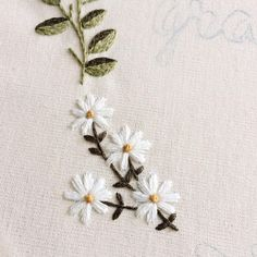 Sticken und Nähen Japanese Embroidery Flowers Likes 36 Comments Clube do Bordado (Clube do Bor Hand Embroidery Videos, Embroidery Flowers Pattern, Embroidery On Clothes, Hand Embroidery Stitches, Embroidery Hoop Art, Hand Embroidery Designs, Cross Stitch Embroidery, Embroidered Flowers, Embroidery Scissors